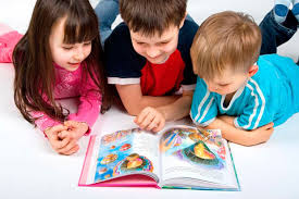 lectura: imagen de niños leyendo un cuento infantil.