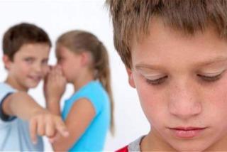 imagen de niños burlándose de otro.