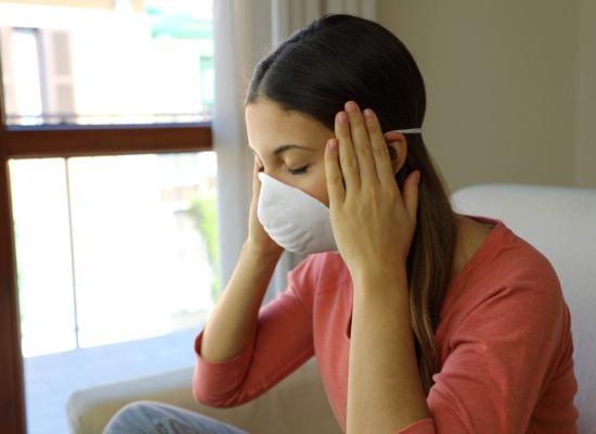 imagen de una persona con estrés debido al covid-19.