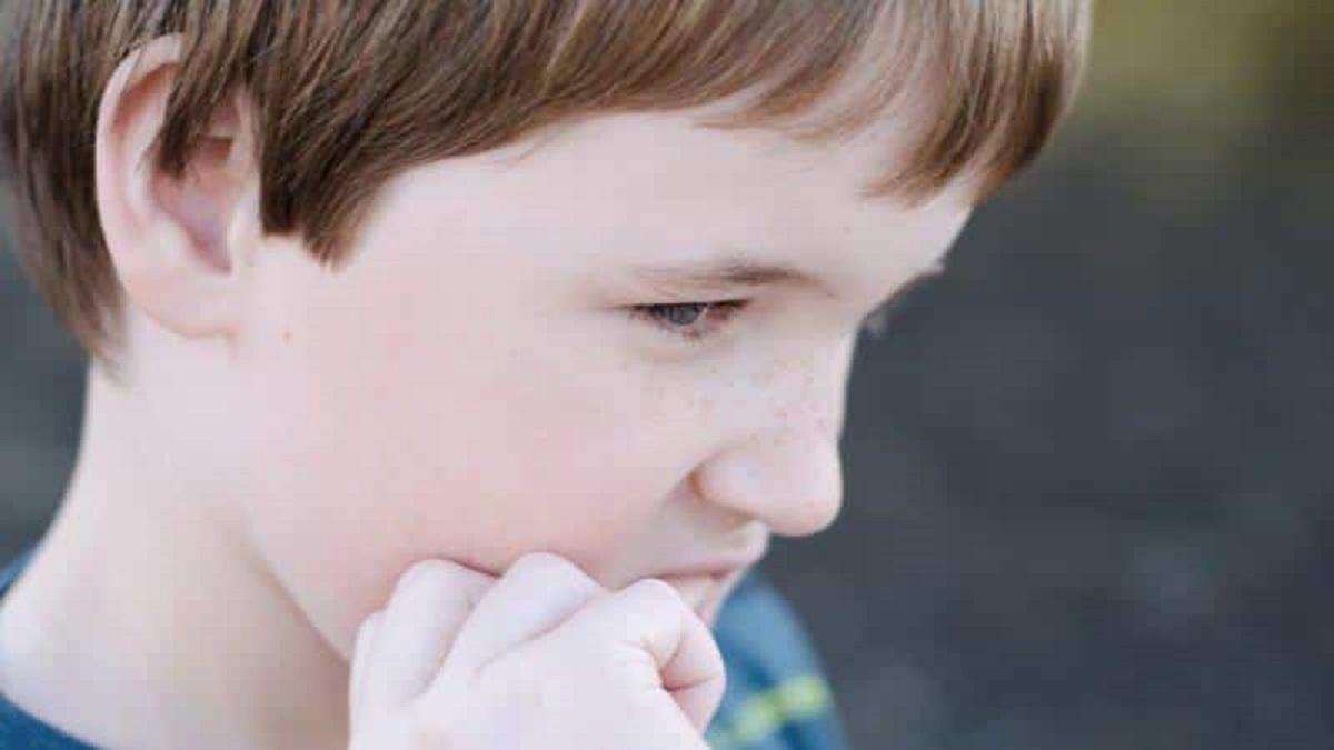 imagen de un niños con trastorno por ansiedad.