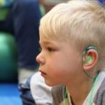 niños con pérdida auditiva.