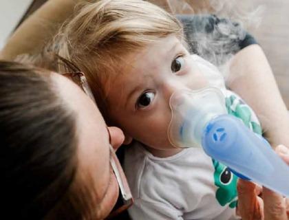 imagen de un niño con fibrosis quística