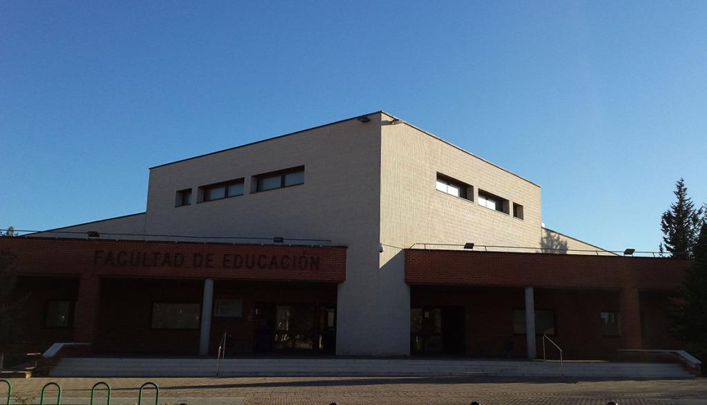 integración de personas: imagen de la Escuela Universitaria de Magisterio de Albacete
