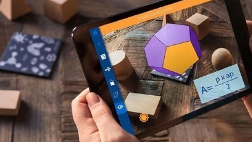 imagen de una tableta con una aplicación matemática abierta para implementar un aula sin papel