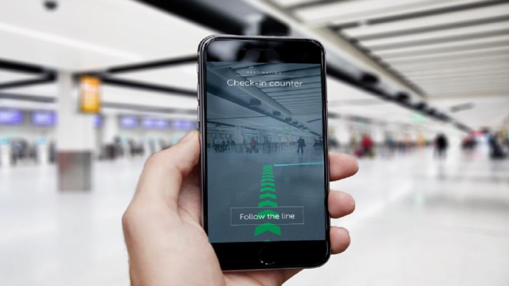 imagen de una persona utilizando la aplicación clew