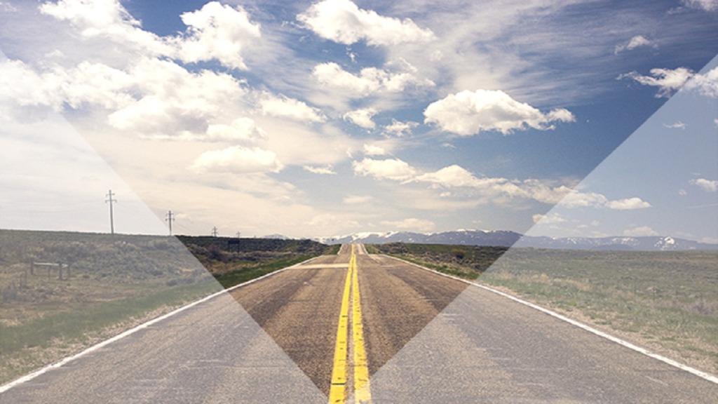 imagen de la vista de una carretera que tiene un conductor con pérdida de visión periférica