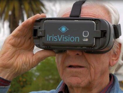 irisvision: imagen de una persona usando el dispositivo