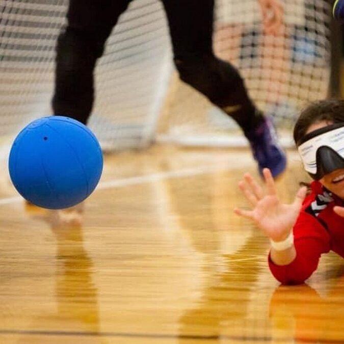 imagen de niños ciegos haciendo deporte.