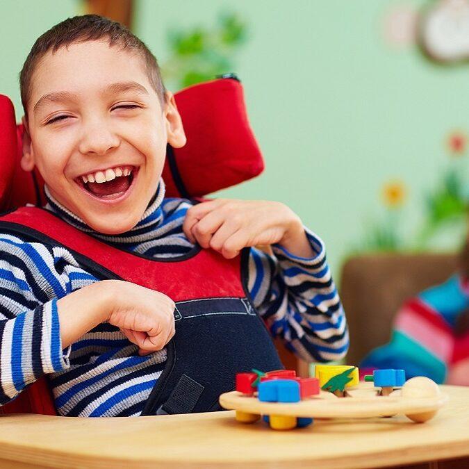 imagen de un niño con parálisis cerebral.