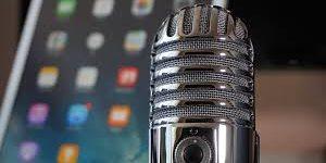 imagen de un micrófono radiofónico para grabar podcast.