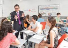 imagen de un profesor en clase.